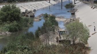 Ya presenta avances limpieza de la canalización del Río Tijuana.