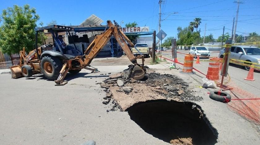 Colapsa calle tras ruptura en tubo de drenaje en colonia Sahuaro(Especial)