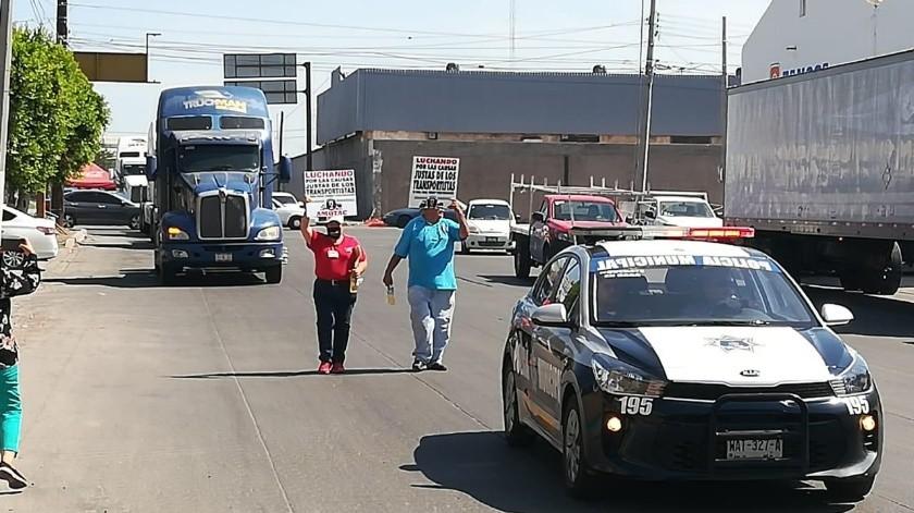 Transportistas aseguraron que la manifestación tiene el objetivo de visibilizar la problemática de su gremio.(Mayra Echeverría)