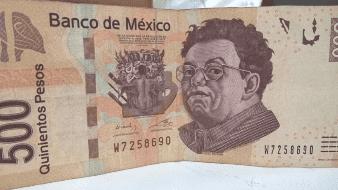 Dólar retrocede mientras peso mexicano avanza