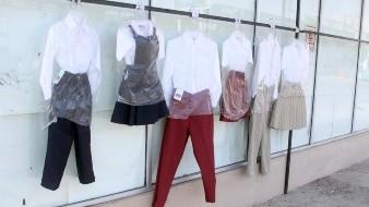 Vendedores de uniformes escolares rechazan declaraciones de líder de comerciantes sobre portar uniforme en 'videoclases'