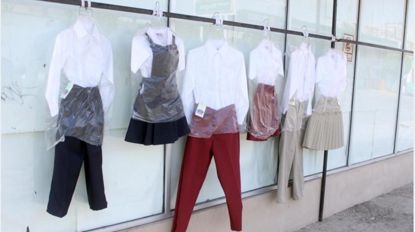 Comerciantes dedicados a la venta de uniformes escolares se deslindaron de las declaraciones realizadas por el líder de la Unión de Comerciantes del Centro sobre pedir que las clases virtuales sean con uniforme escolar.(Especial)