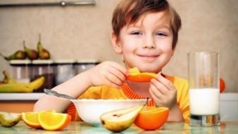 Usa el tiempo en casa para crear hábitos saludables en tu familia.