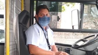 Alberto Miranda ha mantenido toda la precaución necesaria para evitar contagio en el camión que maneja.