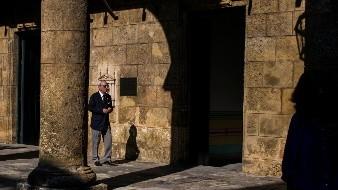 El historiador de la ciudad de La Habana, Eusebio Leal Spengler, camina por el patio del Museo de la Ciudad de La Habana, Cuba.