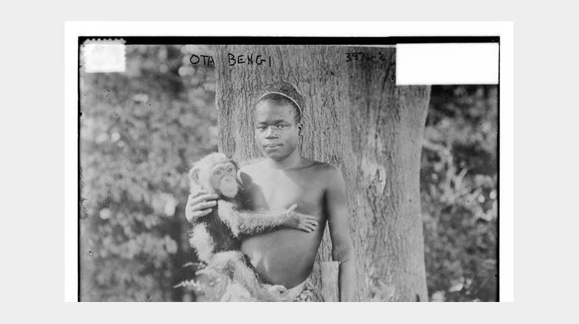 Fotografía cedida por la Librería del Congreso donde se muestra a Ota Benga (ca. 1883-1916), un pigmeo del Congo que fue traído a los Estados Unidos para la Feria Mundial de 1904 y que luego incapaz de regresar a África se deprimió y se suicidó en 1916. EFE/Librería del Congreso