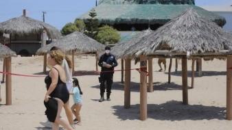 Restringen acceso a área de palapas y carpas en Bahía de Kino