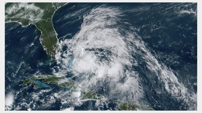 Isaías añade otra carga sobre poblaciones ya golpeadas por otras tormentas y por la enfermedad.(AP)