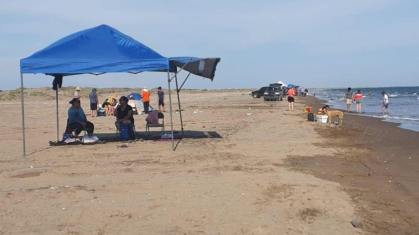 Poca afluencia en la playa San José, lo que facilitó a los bañistas respetar la medida de sana distancia.(SUSANA ARANA)