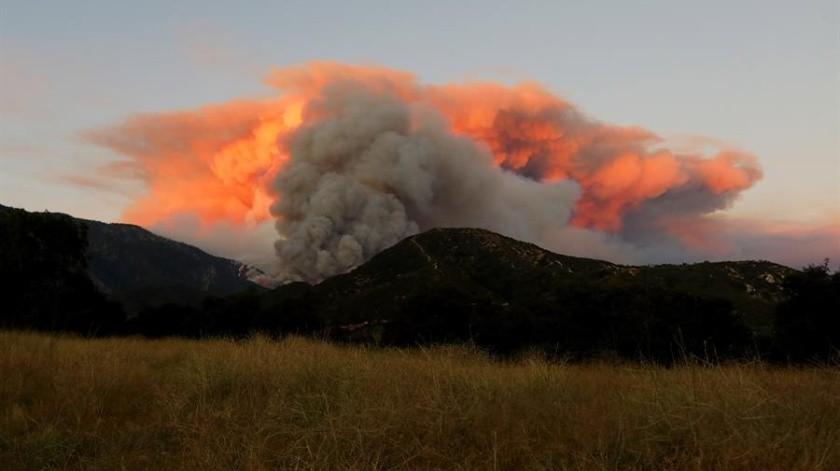 Evacuan a casi 8 mil personas debido a incendio forestal cerca de Los Ángeles(EFE)