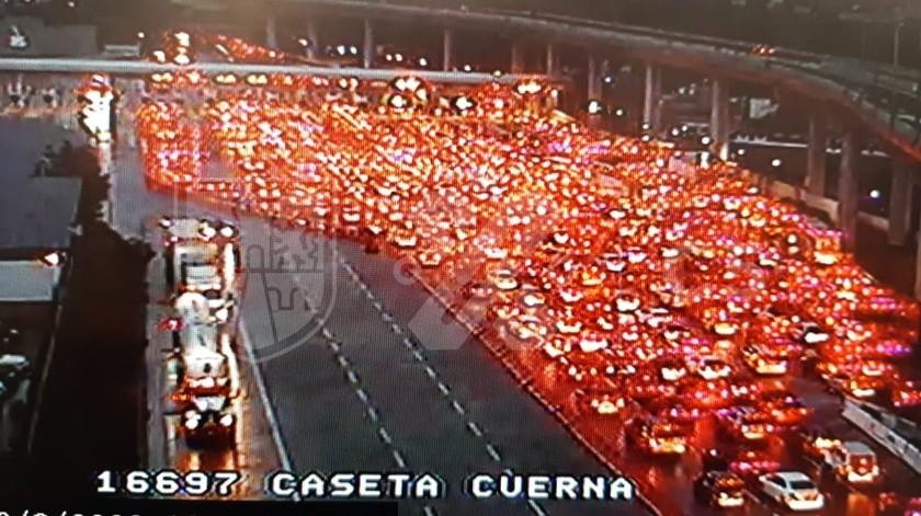 Así saturan la México-Cuernavaca en plena pandemia, con Semáforo Naranja en la CDMX(Twitter @C5_CDMX)