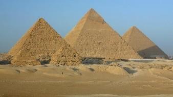 Egipto invita a Elon Musk a visitar las pirámides tras sus tweets de que