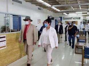 Funcionarios recorrieron el hospital de Ensenada.