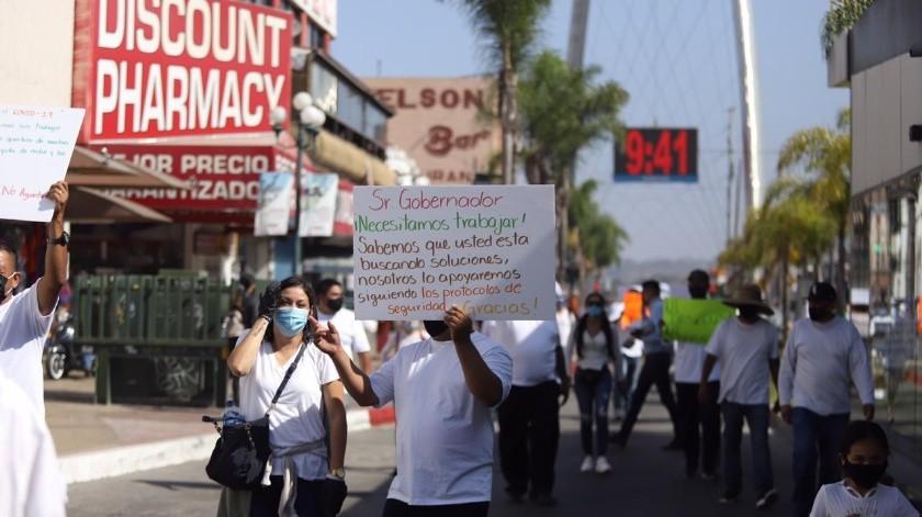 Trabajadores de bares se manifestaron este lunes sobre la avenida Revolución, con la finalidad de exigir a las autoridades competentes la reapertura de sus centros de trabajo bajo la nueva normalidad ocasionada por el Covid-19.(Gustavo Suárez)