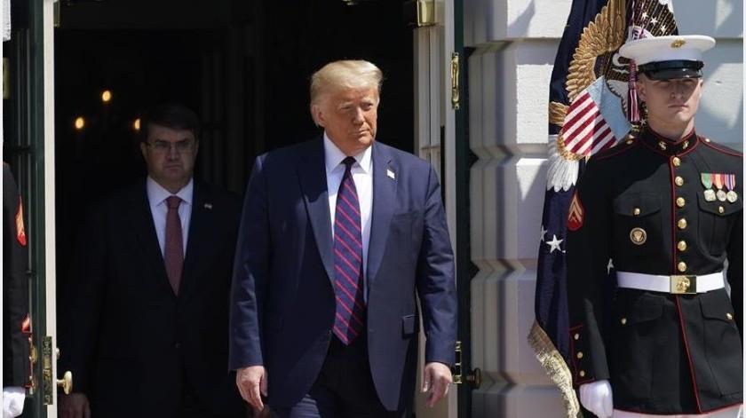 """Trump, decretó este lunes la restricción del empleo de extranjeros en el Gobierno federal cuya contratación sustituya """"injustamente"""" a trabajadores estadounidenses con """"mano de obra foránea""""(EFE)"""