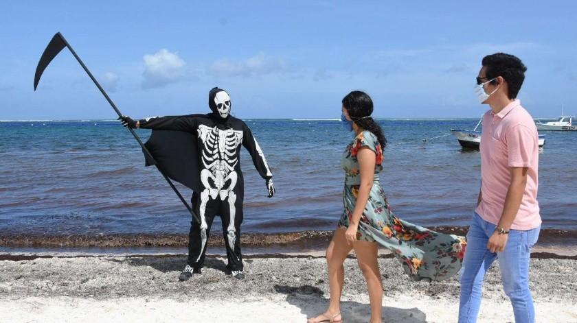"""""""La Muerte"""" recorre Puerto Morelos para alertar a la población por el COVID-19"""