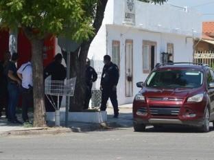 Aseguran vehículo y presuntamente armas de fuego en colonia Olivares