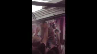 Durante el clip, el DJ toma un trago de la botella de Jägermeister y mira a la multitud bailando frente a él.