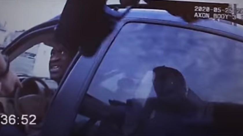"""""""Oficial, por favor no me dispare"""": Revelan imágenes inéditas del arresto de George Floyd(Captura de pantalla)"""