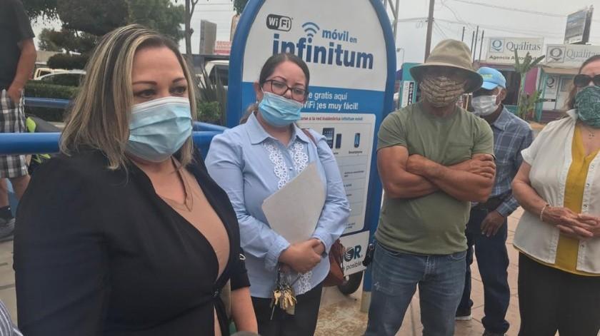 Los quejosos se reunieron con la delegada de la Secretaría General de Gobierno del Estado en este municipio, Norma Gutiérrez Espinoza.(Carmen Gutiérrez)