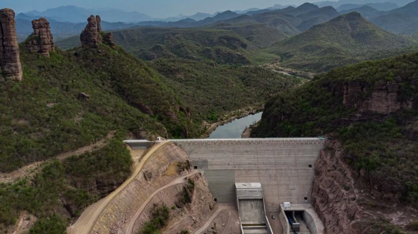 La presa Pilares tiene una capacidad de almacenamiento de 484 millones de metros cúbicos y su objetivo es evitar inundaciones en municipios del Sur de Sonora.