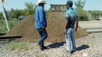Yaquis bloquean vías del tren en Vícam