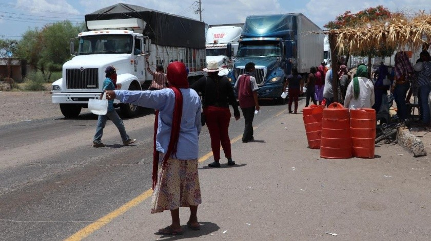 Los bloqueos en la comunidad yaqui persisten en reclamo de atención a sus demandas.(Mayra Echeverría)