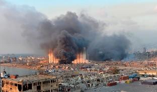 La explosión de nitrato de amonio ha causado graves daños a la población y el gobierno estima que además de las lamentables pérdidas humanas, las materiales se estiman en casi 5 millones de dólares.