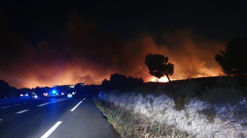 Incendio al sur de Francia(Twitter: @MarinsPompiers)