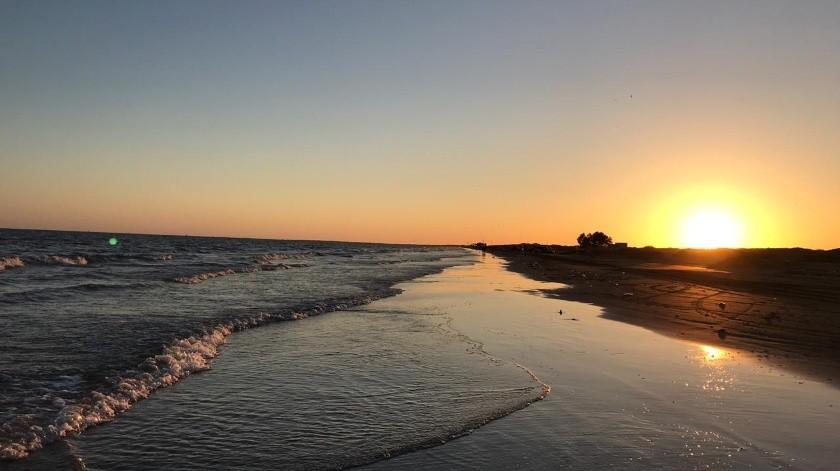La afectación económica es grande por el cierre de la playa de Huatabampito (foto) y el puerto de Yavaros.(Banco Digital)