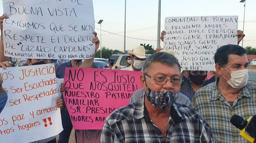 Comuneros de Buenavista entregan petición de protección a su terreno a AMLO(Mayra Echeverría)