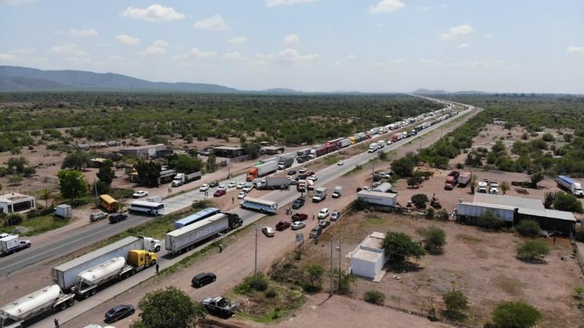 Bloqueo yaqui: Fila de tráileres se extiende por más de 10 km de Sur-Norte(Juan Hernández)