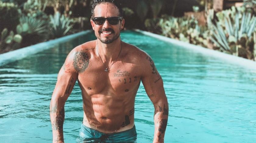 Celebra José Ron cumpleaños desde paraíso caribeño
