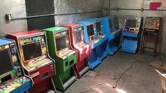 Decomisan 10 máquinas tragamonedas en 'minicasino'