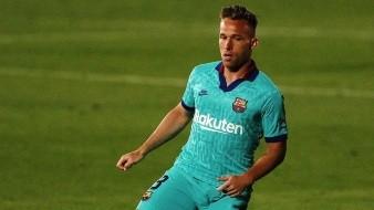Arthur llegará este viernes a Barcelona para arreglar sus problemas con el club