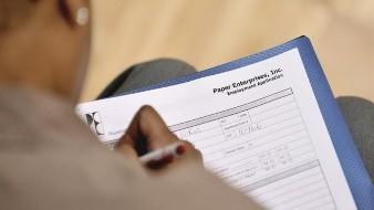 Desempleo en EU baja un punto en un mes y queda en el 10.2 % en julio