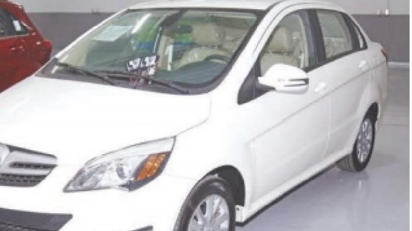 Mejora venta de autos pero sigue baja: INEGI(Archivo)