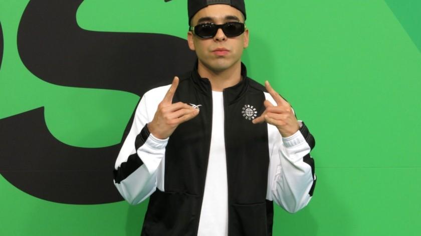 El rapero mexicano MC Davo posa al llegar a los Spotify Awards en el Auditorio Nacional de la Ciudad de México.(AP)