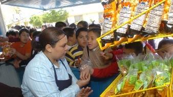 La titular de la Secretaría de Salud local, Oliva López Arellano, comentó que este programa garantiza el derecho a la salud.