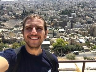 Sebastián Loustaunau Molina ha visto cómo en las calles la población se ha movilizado, especialmente los voluntarios que como él, hace trabajo comunitario en Líbano, desde el año pasado.