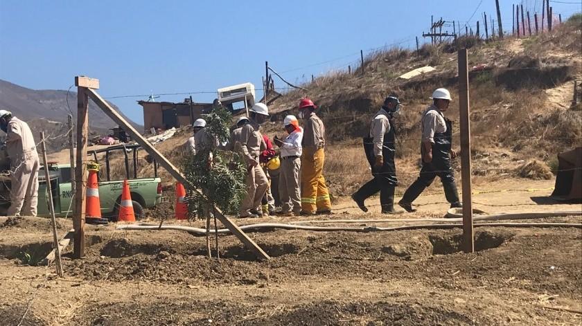 Personal de Pemex acudió al lugar para reparar la fuga que se extendió por 30 minutos.(Carmen Gutiérrez)