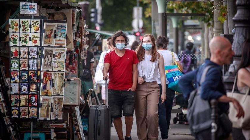 La mascarilla será obligatoria en ciertos lugares de París a partir del lunes(EFE)