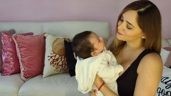 La actriz en una reciente publicación compartió algunos consejos sobre la lactancia