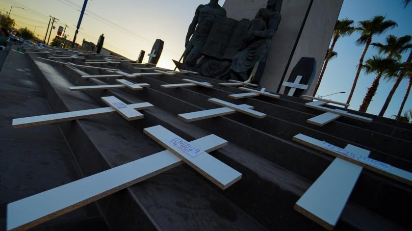 Hacen protesta contra AMLO en monumento(Víctor Medina)