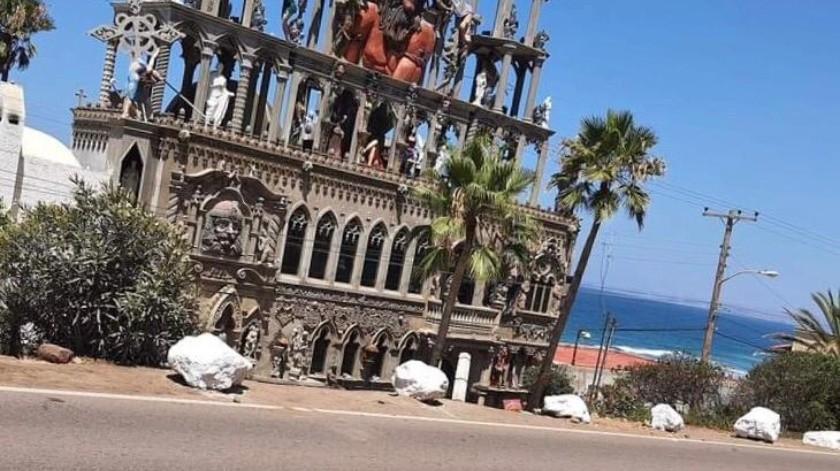 """Colocan obstáculos para evitar accidentes frente a la """"Casa del Diablo"""""""