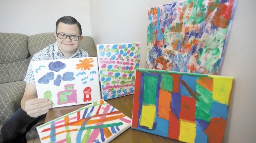 En esta cuarentena Micky empezó a pintar cuadros como terapia ocupacional y decidió ponerlos a la venta, así nació la página de Facebook 'La tiendita de Micky', donde ofrece sus pinturas.(Anahí Velásquez)