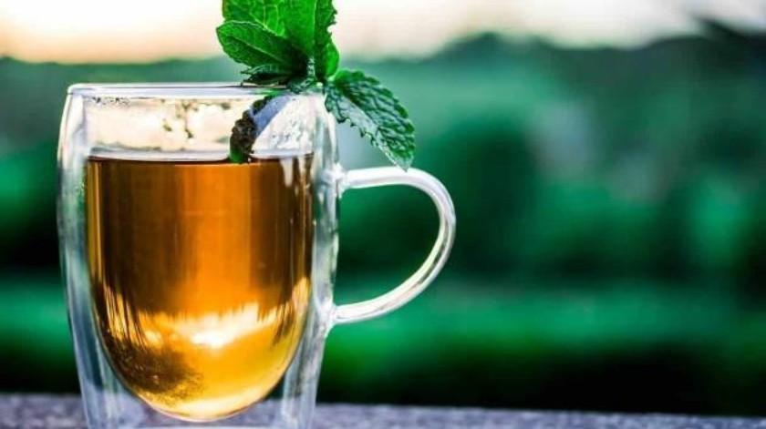 Té de cascara de piña que puede ayudar a mejorar tu salud.