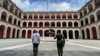 AMLO rinde homenaje a víctimas de Covid-19 en Palacio Nacional