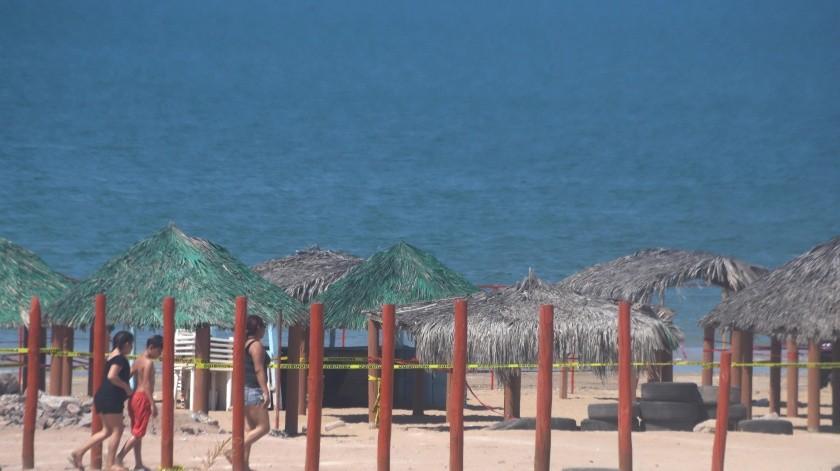 El cierre del área de palapas en Bahía de Kino ha afectado las ventas, según comentan los comerciantes.(Teodoro Borbón)