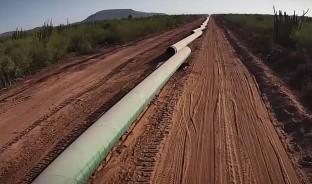 El presidente López Obrador asegura que se negocia con los yaquis para considerar si se cambia el trazo del gasoducto que cruza por territorio indígena, pues de cualquier forma pudiera ser un combustible que llegue a Topolobampo para exportar a Japón.